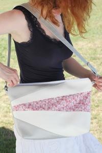 8261642464 Sa grande largeur vous permettra de voir d'un seul coup d'œil le contenu de  votre sac ...